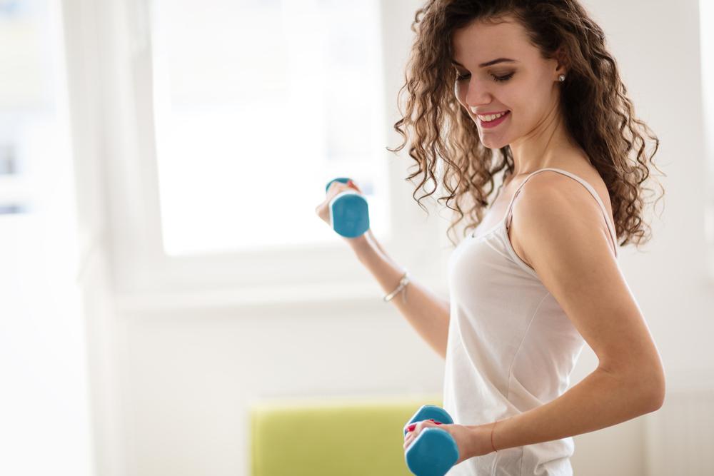 ダイエット筋トレメニュー紹介!筋トレだけで痩せる女性の自宅&ジムの活用法